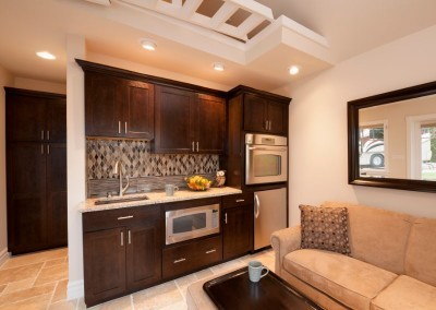 Hearthside-Grove-Luxury-RV-Resort_Bungalow-Kitchen-4
