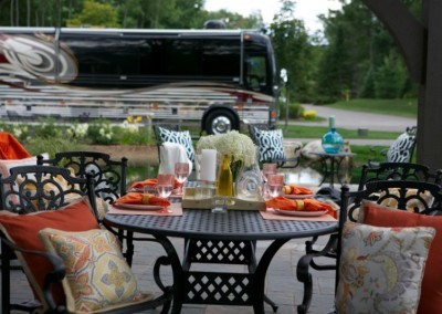 Hearthside-Grove-Luxury-RV-Resort_Outdoor-Entertaing-Space-49-min