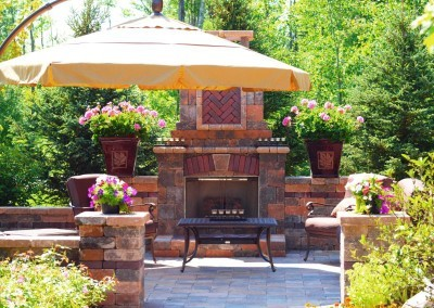 Hearthside-Grove-Luxury-RV-Resort_Patio-Fireplace-With-Umbrella-23-min